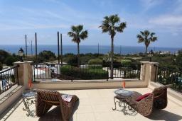 Вид на море. Кипр, Си Кейвз : Превосходная вилла с видом на море, с 4-мя спальнями, с бассейном, тенистой террасой и барбекю