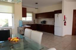 Кухня. Кипр, Си Кейвз : Превосходная вилла с видом на море, с 4-мя спальнями, с бассейном, тенистой террасой и барбекю