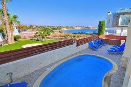 Бассейн. Кипр, Корал Бэй : Потрясающее бунгало с видом на море, с 4-мя спальнями, с бассейном, с беседкой и каменным барбекю, расположено на побережье Coral Bay