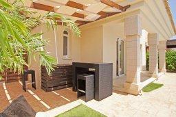 Терраса. Кипр, Каппарис : Двухэтажная вилла с бассейном, гостиная, 3 спальни, 3 ванные комнаты, место для барбекю, парковка, Wi-Fi