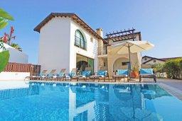 Фасад дома. Кипр, Ионион - Айя Текла : Роскошная двухэтажная вилла с 4-мя спальнями, с бассейном и крытой верандой расположена в тихом районе Айя Текла
