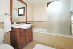 Ванная комната 2. Кипр, Ионион - Айя Текла : Роскошная двухэтажная вилла с 4-мя спальнями, с бассейном и крытой верандой расположена в тихом районе Айя Текла