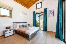 Спальня. Кипр, Ионион - Айя Текла : Потрясающая вилла с 3-мя спальнями, 2-мя ванными комнатами, с бассейном, просторной верандой с патио и lounge-зоной, барбекю, расположена всего в нескольких шагах от красивой гавани Potamos