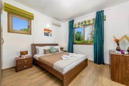 Спальня 2. Кипр, Ионион - Айя Текла : Потрясающая вилла с 3-мя спальнями, 2-мя ванными комнатами, с бассейном, просторной верандой с патио и lounge-зоной, барбекю, расположена всего в нескольких шагах от красивой гавани Potamos