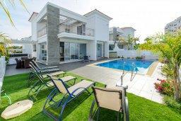 Фасад дома. Кипр, Пернера : Красивая двухэтажная вилла с 3-мя спальнями, с бассейном, с просторным приватным двориком и барбекю