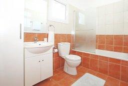 Ванная комната. Кипр, Фиг Три Бэй Протарас : Прекрасная вилла с 3-мя спальнями, с просторной террасой, с бассейном, расположена в центре Протараса