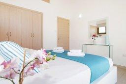 Спальня. Кипр, Ионион - Айя Текла : Удивительная вилла с 2-мя спальнями, 2-мя ванными комнатами, с бассейном и приватным двориком и барбекю, расположена в тихом и спокойном месте в прибрежной зоне Ayia Thekla