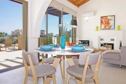 Обеденная зона. Кипр, Ионион - Айя Текла : Удивительная вилла с 2-мя спальнями, 2-мя ванными комнатами, с бассейном и приватным двориком и барбекю, расположена в тихом и спокойном месте в прибрежной зоне Ayia Thekla