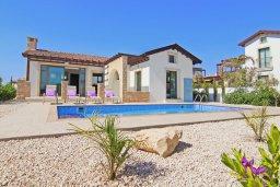 Фасад дома. Кипр, Ионион - Айя Текла : Удивительная вилла с 2-мя спальнями, 2-мя ванными комнатами, с бассейном и приватным двориком и барбекю, расположена в тихом и спокойном месте в прибрежной зоне Ayia Thekla