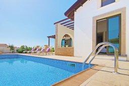 Бассейн. Кипр, Ионион - Айя Текла : Удивительная вилла с 2-мя спальнями, 2-мя ванными комнатами, с бассейном и приватным двориком и барбекю, расположена в тихом и спокойном месте в прибрежной зоне Ayia Thekla