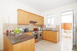 Кухня. Кипр, Фиг Три Бэй Протарас : Современная двухэтажная вилла с 2-мя спальнями, с бассейном, солнечной террасой, патио и традиционной печью