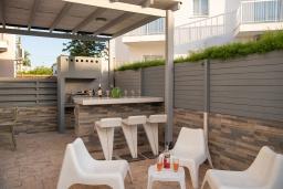 Беседка. Кипр, Пернера : Очаровательная вилла с 4-мя спальнями, 2-мя ванными комнатами, с бассейном, тенистой террасой с патио и барбекю, расположена в Пернере в 200 метрах от пляжа Marlita Beach
