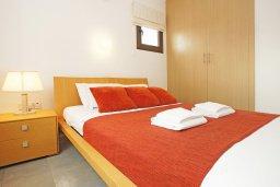 Спальня. Кипр, Ионион - Айя Текла : Прекрасная вилла с 3-мя спальнями, 2-мя ванными комнатами, с бассейном, тенистой террасой с патио и барбекю, расположена в красивом и спокойном районе Ayia Thekla