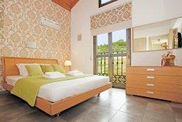 Спальня 2. Кипр, Ионион - Айя Текла : Прекрасная вилла с 3-мя спальнями, 2-мя ванными комнатами, с бассейном, тенистой террасой с патио и барбекю, расположена в красивом и спокойном районе Ayia Thekla
