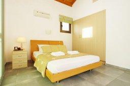 Спальня 3. Кипр, Ионион - Айя Текла : Прекрасная вилла с 3-мя спальнями, 2-мя ванными комнатами, с бассейном, тенистой террасой с патио и барбекю, расположена в красивом и спокойном районе Ayia Thekla