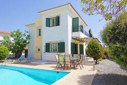 Фасад дома. Кипр, Ионион - Айя Текла : Уютная вилла с 3-мя спальнями, бассейном, в окружении пышного зелёного сада, тенистой террасой с патио и барбекю, расположена в тихом комплексе в районе Ayia Thekla
