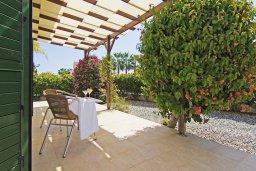 Зона отдыха у бассейна. Кипр, Ионион - Айя Текла : Уютная двухэтажная вилла с 3-мя спальнями, с бассейном,  перголой и барбекю