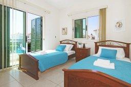Спальня 2. Кипр, Ионион - Айя Текла : Уютная вилла с 3-мя спальнями, бассейном, в окружении пышного зелёного сада, тенистой террасой с патио и барбекю, расположена в тихом комплексе в районе Ayia Thekla