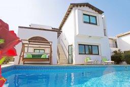 Фасад дома. Кипр, Коннос Бэй : Двухэтажная вилла на берегу моря с 4-мя спальнями, с бассейном и солнечной террасой