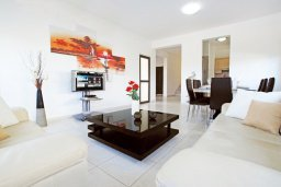 Гостиная. Кипр, Коннос Бэй : Двухэтажная вилла на берегу моря с 4-мя спальнями, с бассейном и солнечной террасой