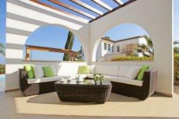 Терраса. Кипр, Коннос Бэй : Двухэтажная вилла на берегу моря с 4-мя спальнями, с бассейном и солнечной террасой