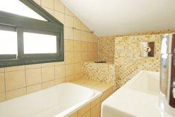 Ванная комната. Кипр, Фиг Три Бэй Протарас : Шикарная вилла с 3-мя спальнями, 3-мя ванными комнатами, с бассейном, в окружении красивого сада, с настольным теннисом, бильярдом и lounge-зоной
