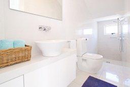 Ванная комната 2. Кипр, Санрайз Протарас : Шикарная современная вилла с 2-мя спальнями, с бассейном и патио, расположена около прекрасного залива Flamingo Bay