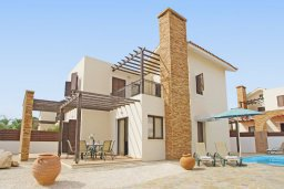 Фасад дома. Кипр, Ионион - Айя Текла : Прекрасная двухэтажная вилла в 100 метрах от моря с 3-мя спальнями,  с бассейном и приватным двориком