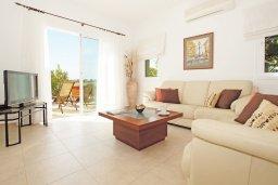 Гостиная. Кипр, Пернера Тринити : Красивая двухэтажная вилла с 3-мя спальнями, с зелёным двориком и джакузи
