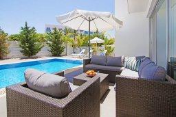 Патио. Кипр, Пернера : Современная вилла с видом на Средиземное море, с 3-мя спальнями, 2-мя ванными комнатами, с бассейном, солнечной террасой с патио, lounge-зоной и барбекю, расположена около пляжа Pernera Beach