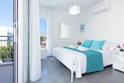 Спальня. Кипр, Пернера : Современная вилла с видом на Средиземное море, с 3-мя спальнями, 2-мя ванными комнатами, с бассейном, солнечной террасой с патио, lounge-зоной и барбекю, расположена около пляжа Pernera Beach