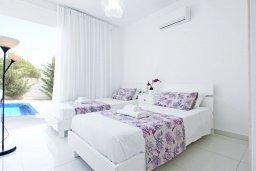 Спальня 2. Кипр, Пернера : Современная вилла с видом на Средиземное море, с 3-мя спальнями, 2-мя ванными комнатами, с бассейном, солнечной террасой с патио, lounge-зоной и барбекю, расположена около пляжа Pernera Beach