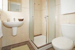 Ванная комната. Кипр, Коннос Бэй : Роскошная красивая двухэтажная вилла с 3-мя спальнями, с бассейном и потрясающим зелёным садом с патио