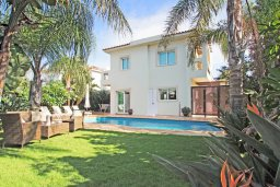 Фасад дома. Кипр, Коннос Бэй : Роскошная красивая двухэтажная вилла с 3-мя спальнями, с бассейном и потрясающим зелёным садом с патио