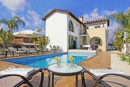 Фасад дома. Кипр, Ионион - Айя Текла : Потрясающая вилла с 4-мя спальнями, 3-мя ванными комнатами, с бассейном, верандой с патио, lounge-зоной и каменным барбекю, расположена в тихом комплексе в районе Ayia Thekla