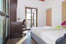 Спальня 2. Кипр, Ионион - Айя Текла : Потрясающая вилла с 4-мя спальнями, 3-мя ванными комнатами, с бассейном, верандой с патио, lounge-зоной и каменным барбекю, расположена в тихом комплексе в районе Ayia Thekla