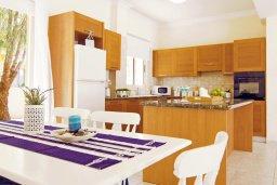 Кухня. Кипр, Каппарис : Потрясающая вилла с 3-мя спальнями, бассейном и двориком с барбекю, расположена в самом сердце Каппариса