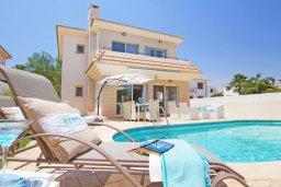 Фасад дома. Кипр, Каппарис : Потрясающая вилла с 3-мя спальнями, бассейном и двориком с барбекю, расположена в самом сердце Каппариса