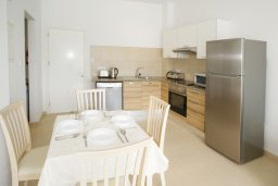 Кухня. Кипр, Фиг Три Бэй Протарас : Уютный апартамент с террасой в 100 метрах от моря, расположен в комплексе с бассейном, тренажерным залом и спа-центром