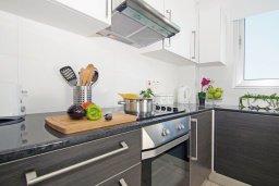 Кухня. Кипр, Фиг Три Бэй Протарас : Современный шикарный апартамент с гостиной, отдельной спальней и балконом, расположен недалеко от пляжа Fig Tree Bay