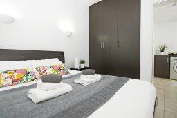 Спальня. Кипр, Фиг Три Бэй Протарас : Современный шикарный апартамент с гостиной, отдельной спальней и балконом, расположен недалеко от пляжа Fig Tree Bay