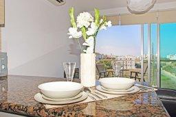 Студия (гостиная+кухня). Кипр, Фиг Три Бэй Протарас : Уютная студия с балконом с видом на горы, расположена в комплексе с бассейном, спа-центром, теннисным кортом, недалеко от пляжа Fig Tree Bay