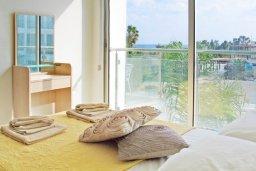 Спальня. Кипр, Фиг Три Бэй Протарас : Современный апартамент с видом на Средиземное море, с отдельной спальней и террасой, расположен в комплексе с бассейном и тренажерным залом