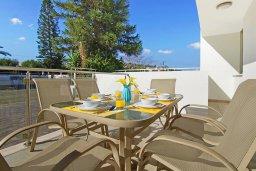 Балкон. Кипр, Фиг Три Бэй Протарас : Современный апартамент с гостиной, двумя спальнями, двумя ванными комнатами и террасой, расположен недалеко от пляжа Fig Tree Bay