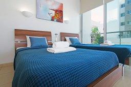 Спальня 2. Кипр, Фиг Три Бэй Протарас : Современный апартамент с гостиной, двумя спальнями, двумя ванными комнатами и террасой, расположен недалеко от пляжа Fig Tree Bay