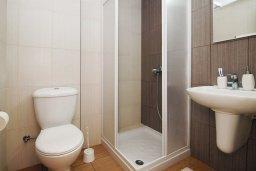 Ванная комната 2. Кипр, Фиг Три Бэй Протарас : Современный апартамент с гостиной, двумя спальнями, двумя ванными комнатами и террасой, расположен недалеко от пляжа Fig Tree Bay