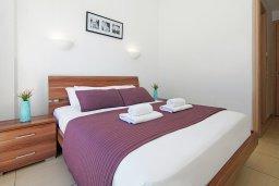 Спальня. Кипр, Фиг Три Бэй Протарас : Современный апартамент с гостиной, двумя спальнями, двумя ванными комнатами и террасой, расположен недалеко от пляжа Fig Tree Bay