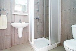 Ванная комната. Кипр, Фиг Три Бэй Протарас : Современный апартамент с отдельной спальней и балконом, расположен недалеко от пляжа Fig Tree Bay
