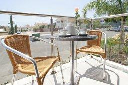 Терраса. Кипр, Фиг Три Бэй Протарас : Современный апартамент с отдельной спальней и балконом, расположен недалеко от пляжа Fig Tree Bay