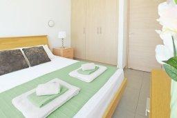 Спальня. Кипр, Фиг Три Бэй Протарас : Современный апартамент с отдельной спальней и балконом, расположен недалеко от пляжа Fig Tree Bay